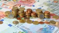 Indirekte Steuern treffen laut der Studie Geringverdiener besonders stark.