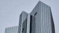 Die Deutsche-Bank-Türme am Tag der diesjährigen Hauptversammlung.