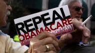 Auch dieser Demonstrant ist für die Abschaffung von Obamas Reform.