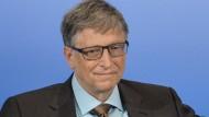 Bill Gates hat Microsoft mit gegründet und ist dadurch einer der reichsten Menschen der Welt geworden.