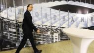 Ungewisse Zukunft: Die HSH Nordbank und der Vorstandsvorsitzende Dirk Jens Nonnenmacher kommen nicht zur Ruhe