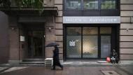 Fosun hatte sich schon im Juni 2015 mit den Eigentümern von Hauck & Aufhäuser auf einen Kaufpreis von 210 Millionen Euro verständigt.