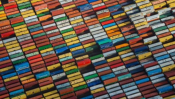 Deutschlands Ausfuhren steigen überraschend
