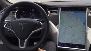 Verkehrsministerium prüft Tesla