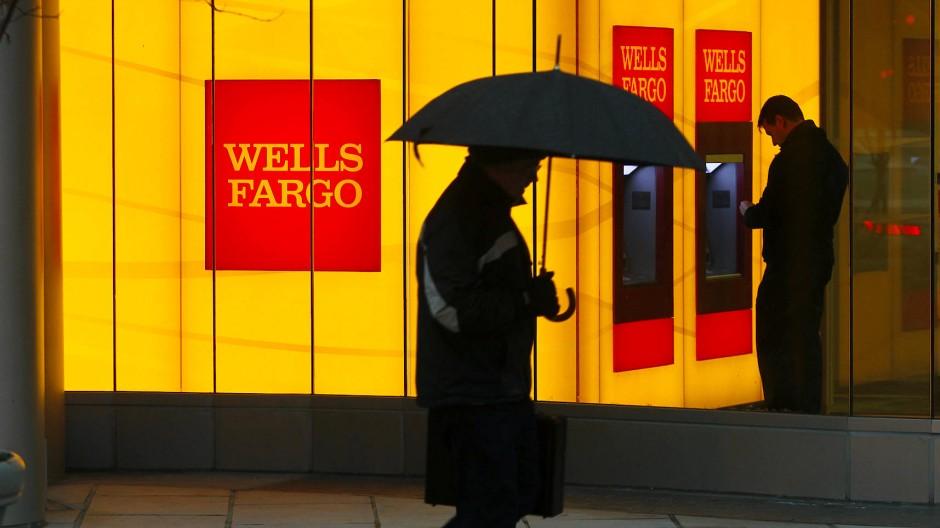 Wells Fargo musste mit einem Minus von 2,4 Milliarden Dollar sogar den ersten Quartalsverlust seit der Finanzkrise 2008 vermelden.
