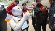 Pepper heißt der muntere Roboter von Watson, mit dem Besucher der Cebit in Hannover dieses Jahre sprechen konnten.