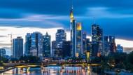 Wenig überraschend: Frankfurt führt im Finanz-Gehaltsatlas.
