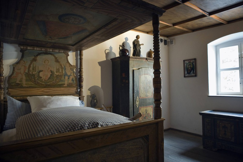 Schlafzimmer in der Augsburger Fuggerei.