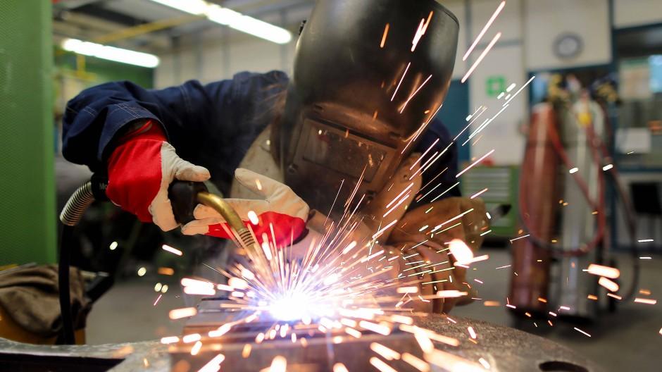 Statistisches Bundesamt: Mehr Erwerbstätige erledigen weniger Arbeit