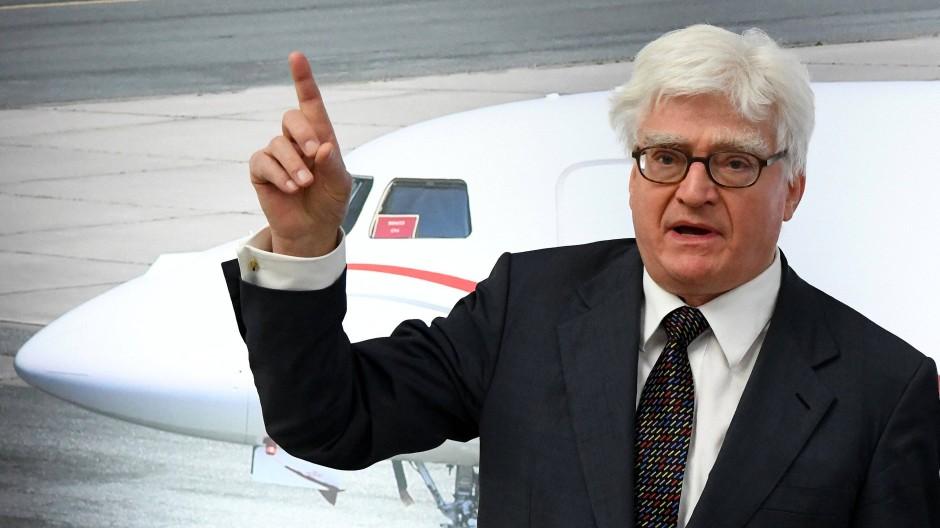 Winfried Stöcker, Inhaber des Flughafens Lübeck