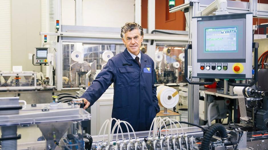 Michael Tojner in der Varta-Batteriefabrik in Ellwangen