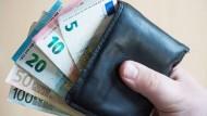 Rein rechnerisch gelten laut Paritätischem Wohlfahrtsverband 12,9 Millionen Deutsche als arm.