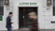 Lloyds streicht 9000 Stellen