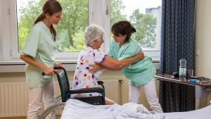 Wer in der Pflege arbeitet ist selbst oft krank