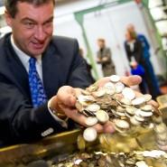 Bayerns Finanzminister Söder hat viel Geld in der Hand: Sein Bundesland war auch 2016 das größte Geberland im Länderfinanzausgleich.
