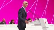 Telekom-Chef schimpft mit der Konkurrenz
