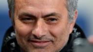 """José Mourinho bezeichnete Arsenals Coach Arsène Wenger erst als """"Experte im Scheitern"""", scheiterte dann aber dummerweise selber an Manchester City."""