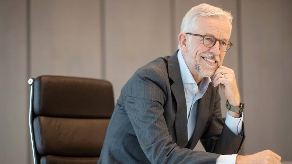 Karl von Rohr, stellvertretender Vorstandsvorsitzender der Deutschen Bank, während des Gespräch in der Vorstandetage der Deutschen Bank in Frankfurt.