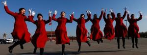 Es lebe die Partei! Hostessen bei der Eröffnung des Nationalen Volkskongresses, der im März in Peking stattfand.