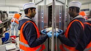 Regierung kürzt Ein-Euro-Job-Programm für Flüchtlinge