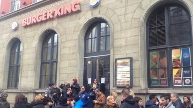 Ausgebraten: Montagfrüh blieben die Türen von Burger King am Münchner Hauptbahnhof geschlossen.