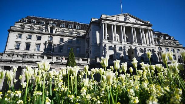 Britische Notenbank spielt tiefste Rezession seit 325 Jahren durch