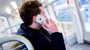 Handy im Mund statt Knopf im Ohr