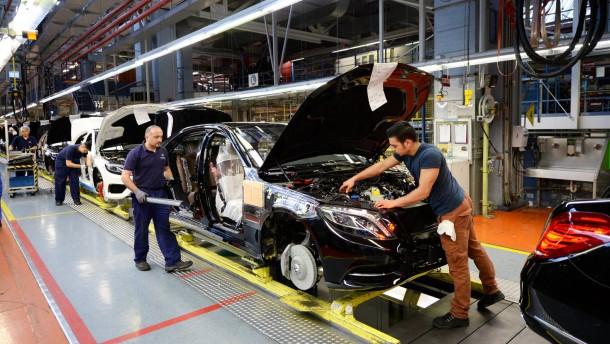 Daimler kurs f llt trotz gewinnverdopplung for Kurs modedesign