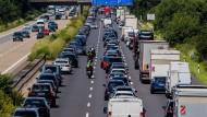 Der Verkehr soll klimaneutral werden, um den Weg dahin wird gerungen.