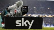 Gewohntes Bild: Eine Sky-Kamera beim Bundesliga-Spiel Hamburg gegen Borussia Mönchengladbach