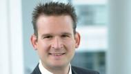 Christian Hofmann vom Fraunhofer-Institut sieht Chancen, aber auch Risiken, wenn es um Wearables geht.