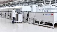 Hightech aus Unterfranken: Singulus-Maschine zur Herstellung von Solarmodulen