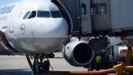 Die EU war 2012 damit gescheitert, auch Flüge ins EU-Ausland in den Emissionshandel mit einzubinden.