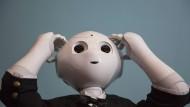 Nimmt Kollege Roboter uns die Arbeitsplätze weg oder eher die lästige Aufgaben ab?
