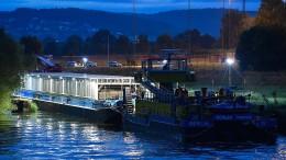 Castor-Behälter mit Atommüll auf dem Neckar unterwegs