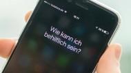 """Apples Siri """"möchte"""" gerne helfen - und soll darin besser werden."""
