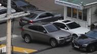 BMW-Fahrzeuge in einer Werkstatt in Seoul