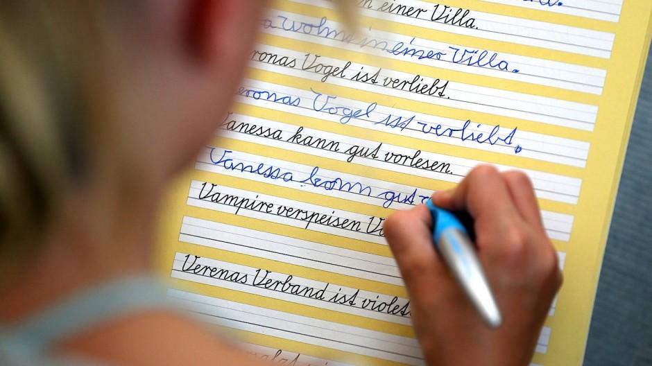 Es kostet Zeit und Mühe, das Schreiben mit der Hand zu erlernen.