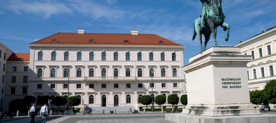 Elektrokonzern siemens kauft eisenbahngesch ft von for Siemens platz