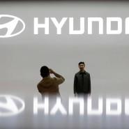 Besucher auf der Seoul Motor Show 2019 am Hyundai-Stand