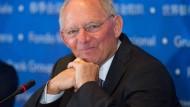 Schäuble hält Niedrigzinsen für schädlich