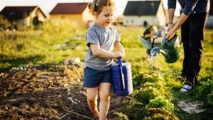 Sind Kinder auf dem Land wirklich glücklicher?