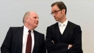 Uli Hoeness mit seinem Anwalt Markus Gotzens (r)