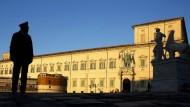 Ordnungshüter: Ein Militärpolizist steht vor dem Quirinalspalast in Rom.