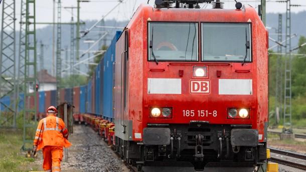 Toshiba und Bahn bauen Hybrid-Lokomotiven