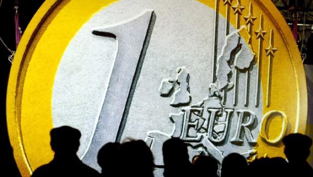 Gegen eine Ausdehung des Euro-Rettungschirms: Die deutsche akademische VWL positioniert sich in Einigkeit gegen die für Ende März vorgesehenen Beschlüsse der EU, sagt Initiator Bernd Lucke