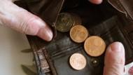 Immer mehr Menschen in Deutschland haben Schulden.