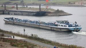 Ökonomen: Niedrigwasser treibt Spritpreis