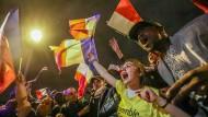 Macron-Anhänger feiern den Sieg des jungen Präsidenten.