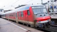 Bahn und EVG verhandeln um mehr Geld – oder weniger Arbeit.